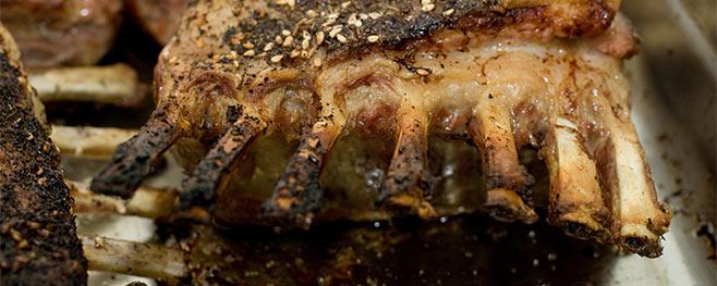 Lamkoteletts-auf-den-grill