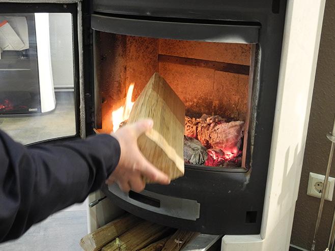 Ofen-anzuenden-nachlegen
