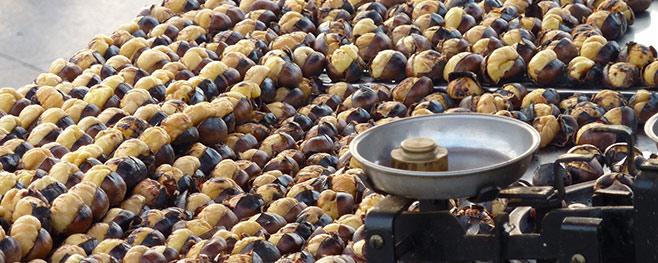 Maronen-auf-dem-Wochenmarkt