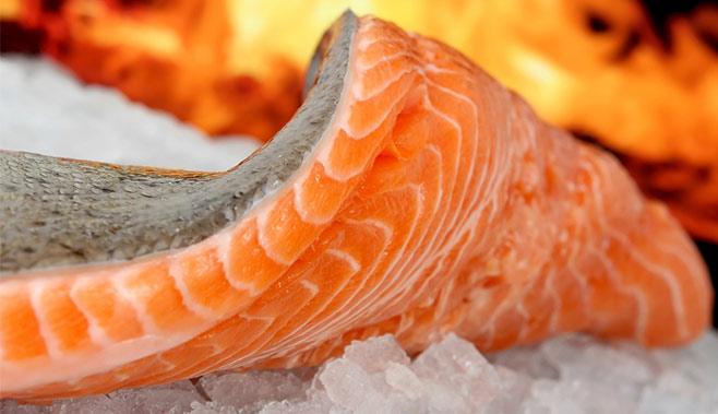 Lachs-auf-dem-Salzstein