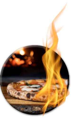 gebackene Pizza vor Ofen