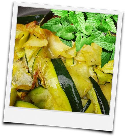 gegrillte Zucchinistreifen mit Minze