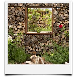 freistehender Holzstapel