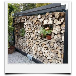 modernes Brennholzlager