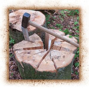 Holz in mehrere Stücken spalten