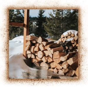 Holz im Winter spalten