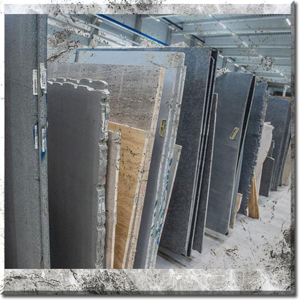 Mamorblock mit Foto eingelagerter Natursteinplatten