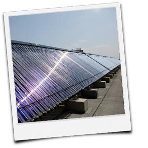 viele Solarkollektoren