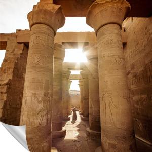 ägyptischer Tempel mit Sonnenschein