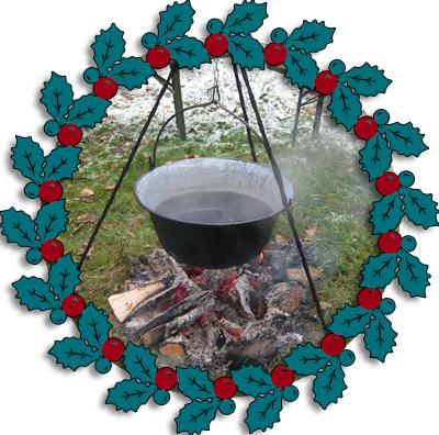 Glühwein im Kessel über Lagerfeuer