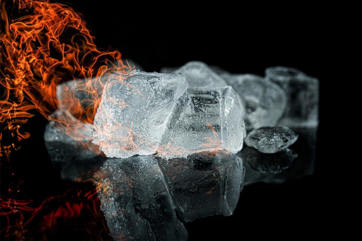 Feuer auf Eiswürfel