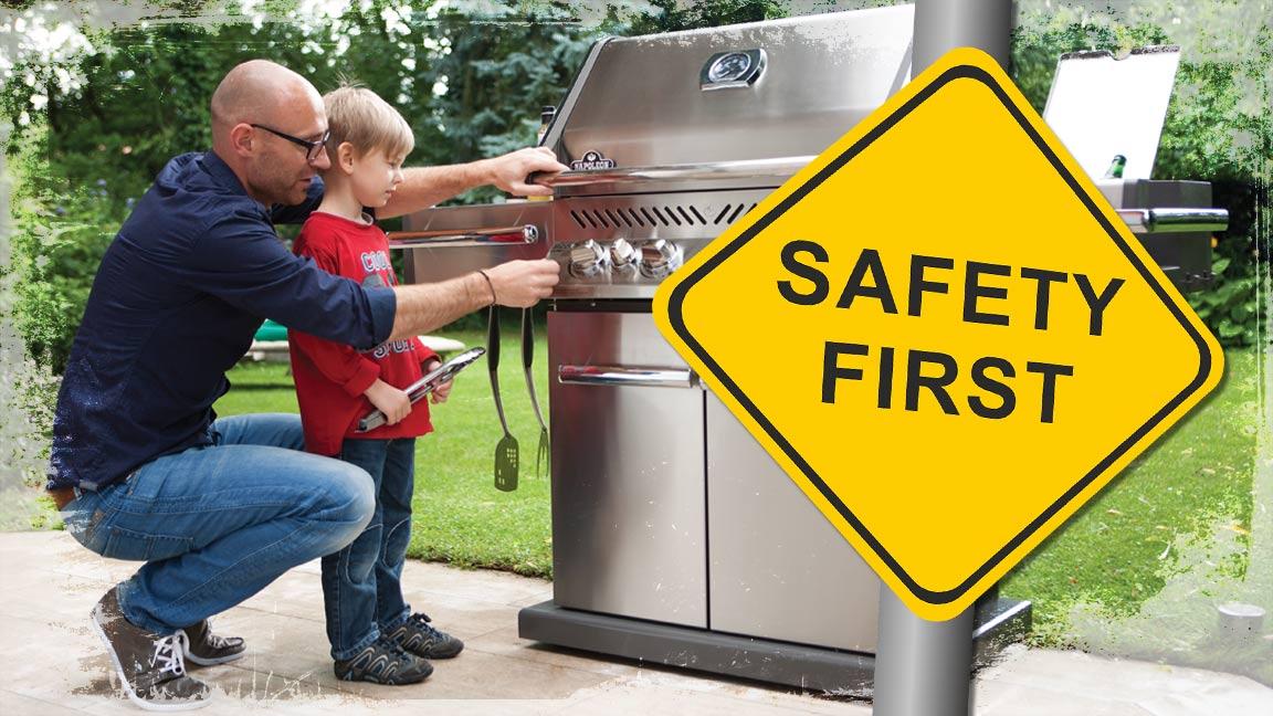 Bild Vater erklärt Sohn den Gasgrill und ein Safety First Schild