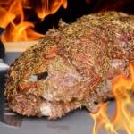 Nackenbraten auf dem Salzbett grillen: So macht es der Profi