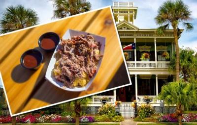 Südstaatenvilla mit einer, mit Pulled Pork bedruckten Postkarte