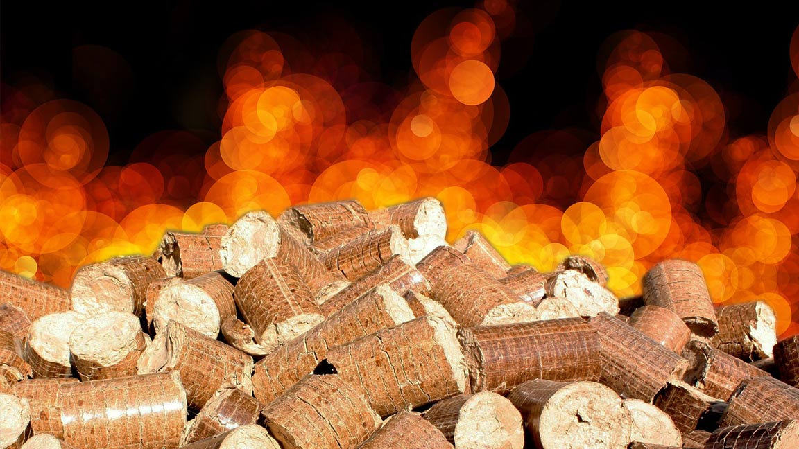 Bild mit Pellets und Feuer im Hintergrund