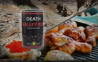 Collage mit einem Panorama des Death Valley, dem Rub-Spender und grillender Hähnchenschenkel