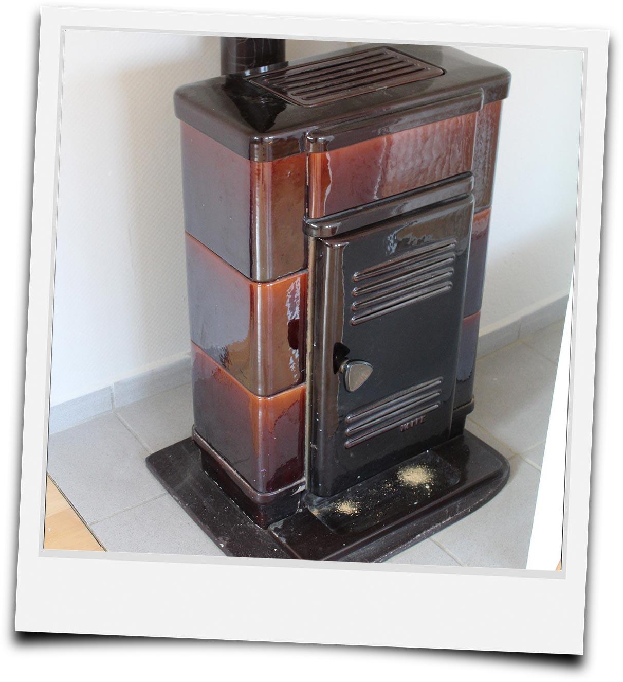 Polaroidbild eines älteren Ofenmodells