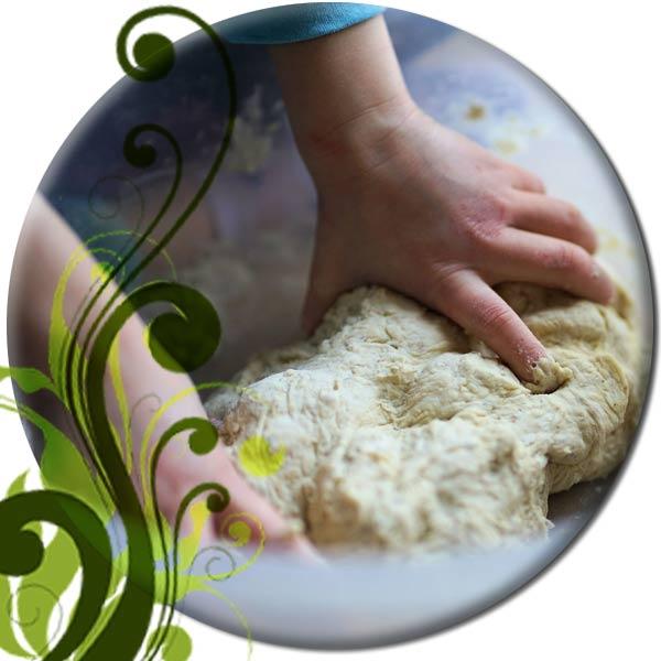 Teig für Grillpizza per Hand kneten