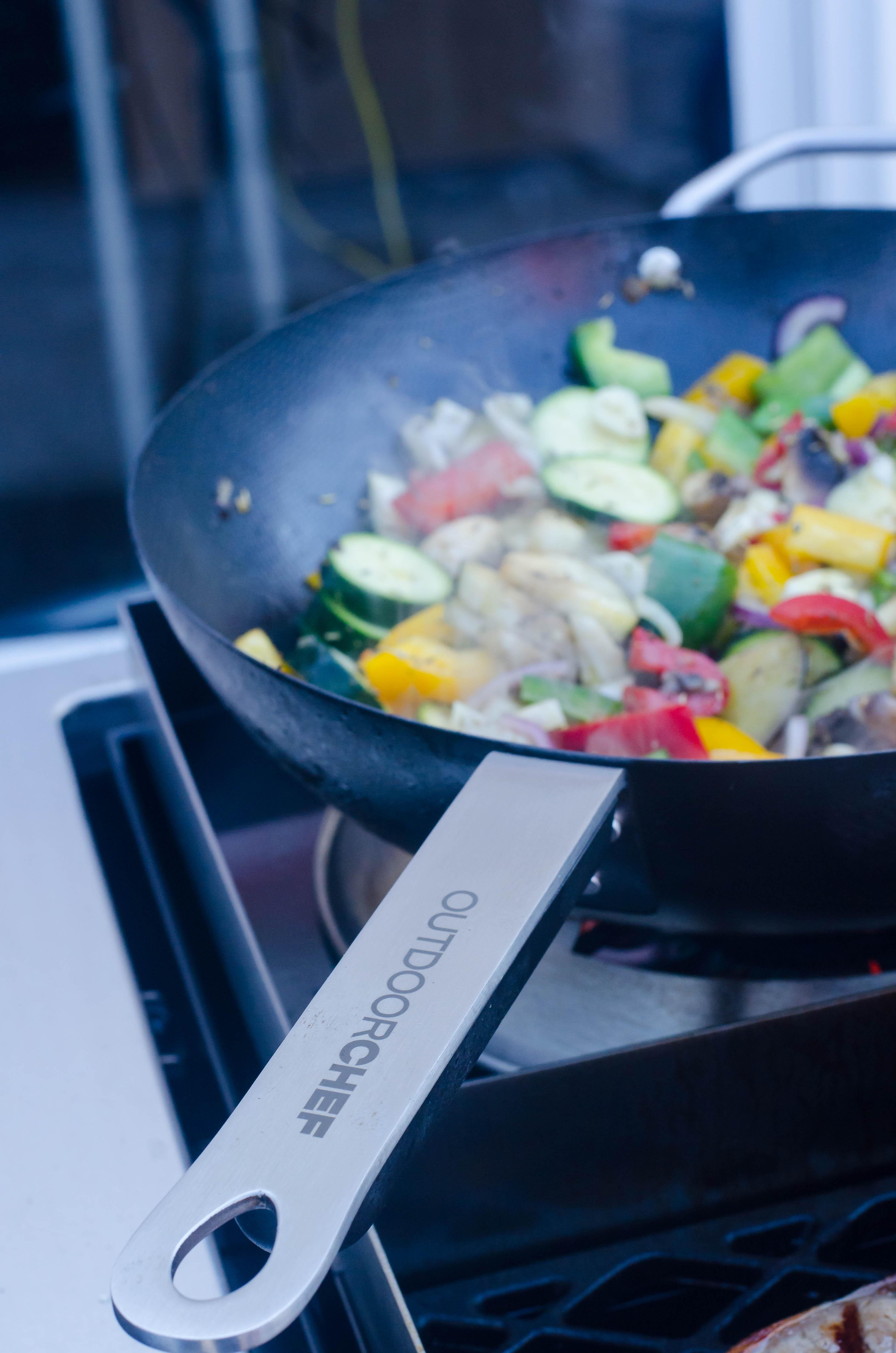 Ein vegetarisches Pfannengericht mit Pilzen vom Grill eignet sich auch ideal als Beilage.