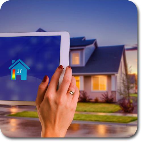 Bild mit iPad vor einem Haus
