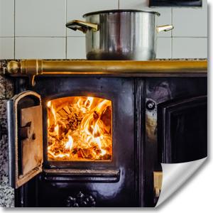 Küchenofen mit offener Feuerraumtür