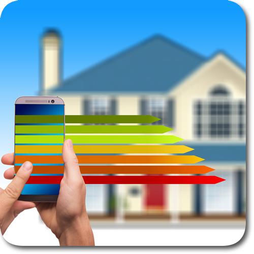Bild Energiebedarfsrechnung mit dem Smartphone vor einem Haus