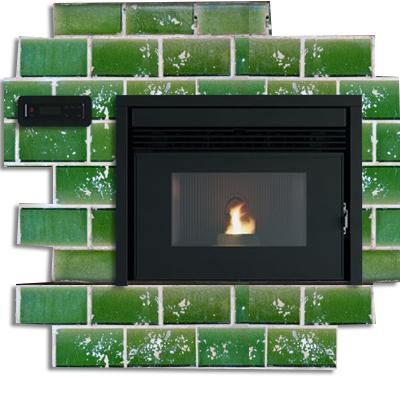Pellet Kamineinsatz RED Fresia auf alten grünen Ofenkacheln