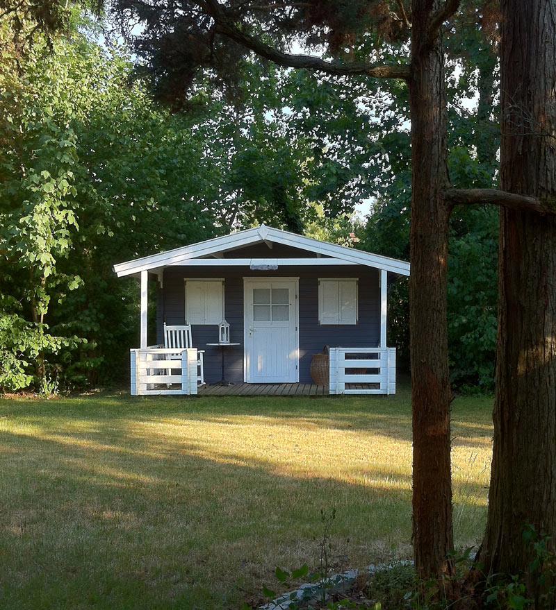 ein kaminofen f r das gartenhaus was gibt es zu beachten. Black Bedroom Furniture Sets. Home Design Ideas