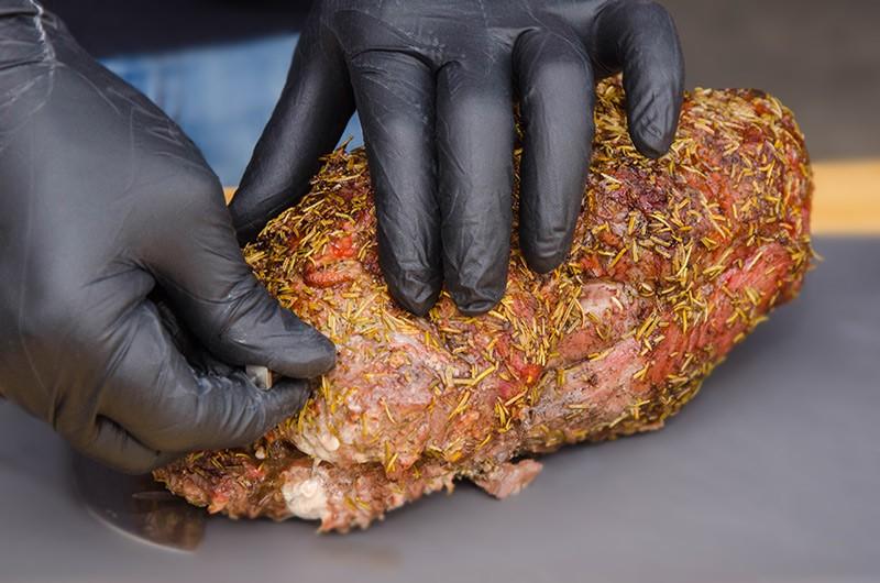 Grillprofi nutzt Meater für Nackenbraten
