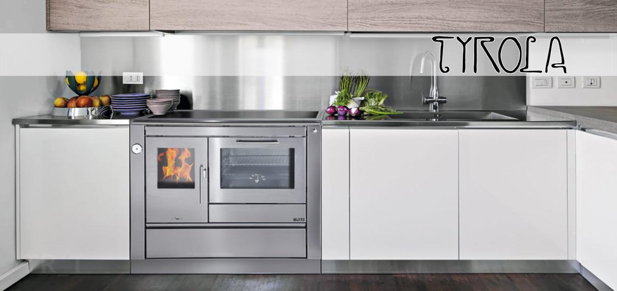 Küchenzeile mit Tyrola Holzherd