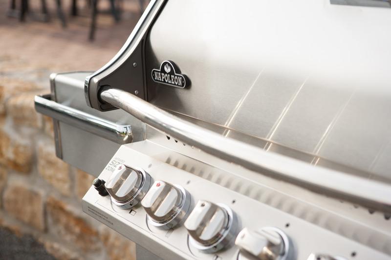 wie entsteht ein echter napoleon grill ein blick hinter die kulissen grillen outdoor. Black Bedroom Furniture Sets. Home Design Ideas
