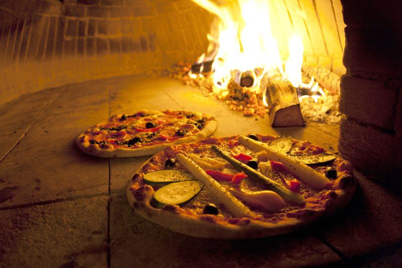 Outdoorküche Stein Nürnberg : Pizza vom heißen stein u geht das auch zuhause grillen