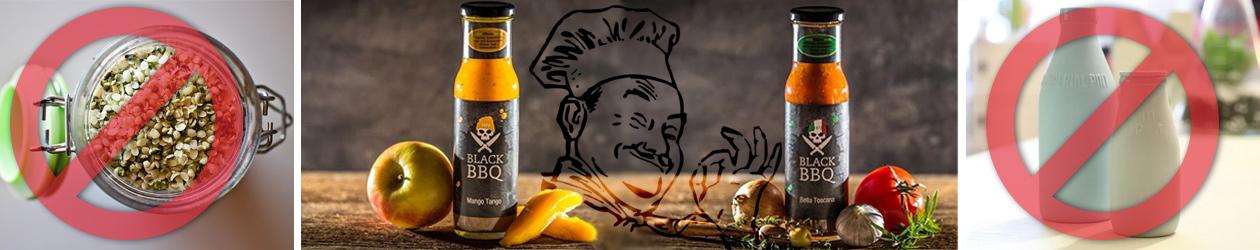 2 Flaschen BBQ Sauce mit Zutaten unddurchgestrichene Milchflasschen und Harferschrot